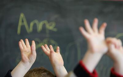 Abren programa de certificación para quienes quieran ser maestros bilingües