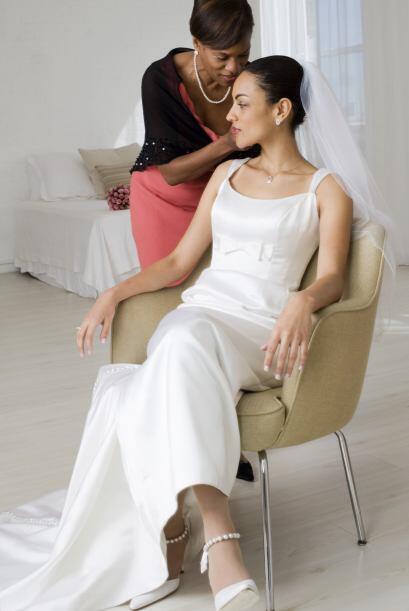 Uno de los papeles fundamentales y más difíciles de llevar en una boda e...
