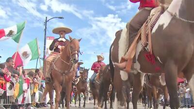 Así se celebró el desfile de la celebración de independencia de México en Chicago