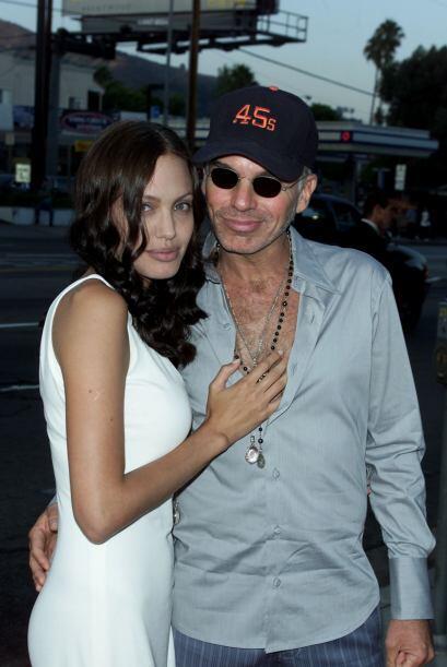 Para abandonarla por... sí, Angelina Jolie.  Mira aquí los videos más ch...