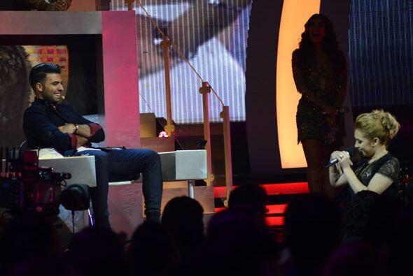 Paloma se bajó del escenario para cantarle directo a su capitán.