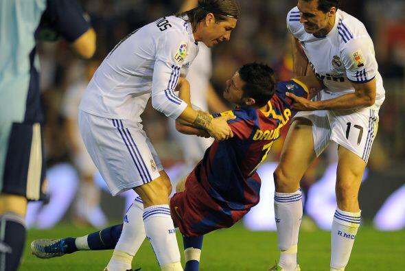 David Villa se cayó tras un choque con los rivales, pero los madridistas...