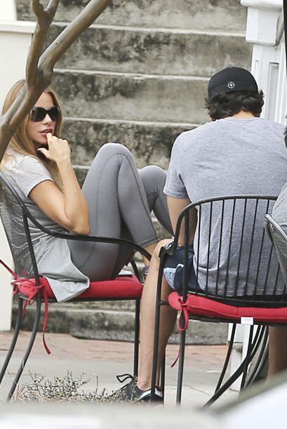 Nos dimos cuenta que Sofía observaba a detalle a su hombre y después de...