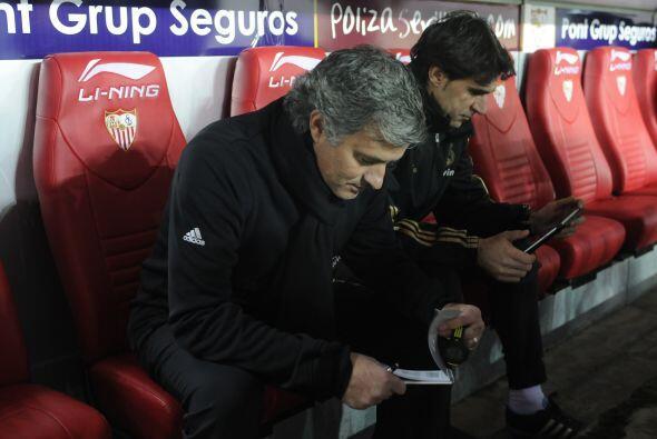 Mientras tanto Mourinho planeaba un cambio para darle aire a los titulares.