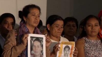 Padres de los 43 estudiantes desaparecidos están indignados con el gobierno