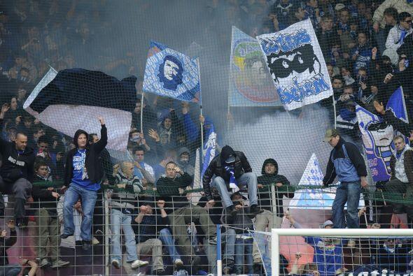 Pero no todo fue alegría en Alemania, los fans de Bochum se manifestaron...