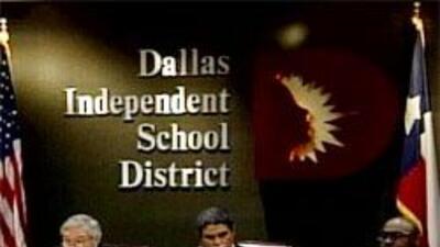 Concejales latinos se oponen a que Dallas tome control de distrito escol...