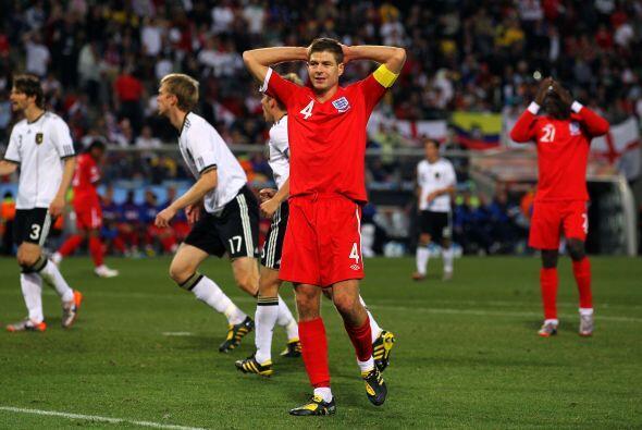 ¿Se acuerdan del gol de Steven Gerrard a Alemania en Sudáfrica?. La pelo...