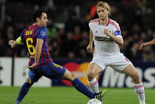 El Barcelona domina desde el pitazo inicial. Muy pronto cae el primero d...