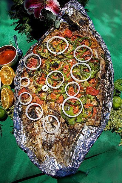 En Mazatlan, junto con los aguachiles, el pescado zarandeado es una obli...