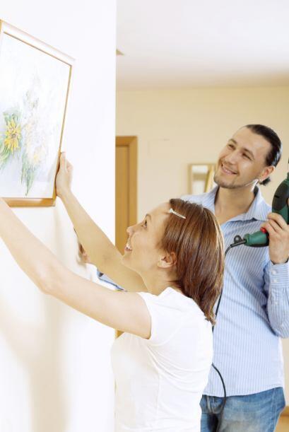 Don't: colgar obras de arte o fotos familiares por doquier. Colocar pint...