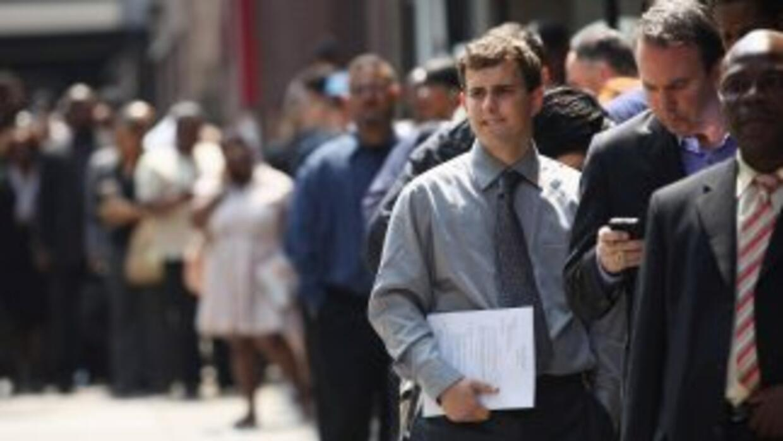 Las solicitudes semanales de subsidios por desempleo retrocedieron, aunq...