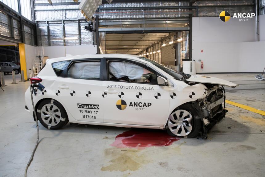 Prueba de choque revela la incapacidad de los autos viejos para salvar v...