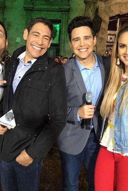 Ximena, Johnny, Luis y Alejandro Chaban, posando para la foto desde Plaz...
