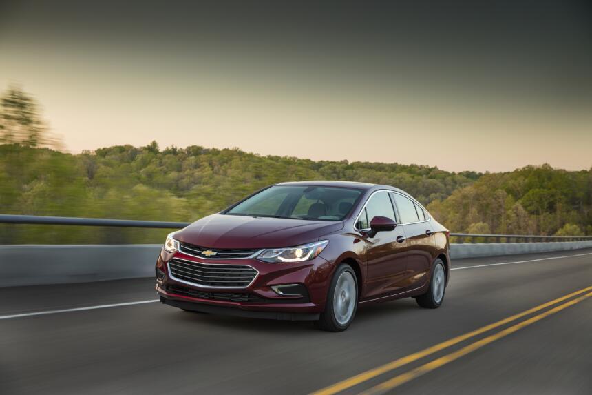 El nuevo Chevrolet Cruze 2016 luce listo para dar la batalla en el compe...
