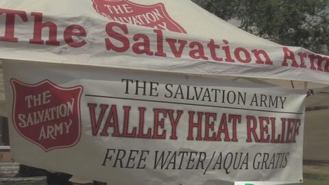 Centros de alivio para hidratarse debido al calor extremo
