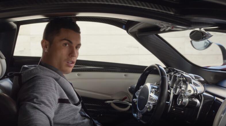 Cristiano Ronaldo en publicidad de Nike, a bordo de un Pagani Huayra