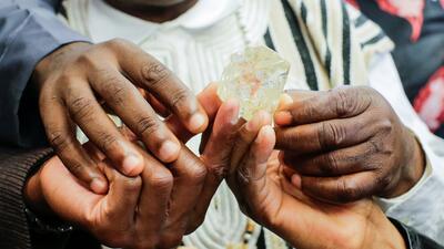 Este es el diamante de 709 quilates que Sierra Leona subastará en...