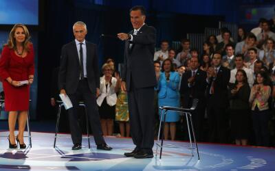 Maria Elena Salinas y Jorge Ramos durante un foro electoral con Mitt Rom...