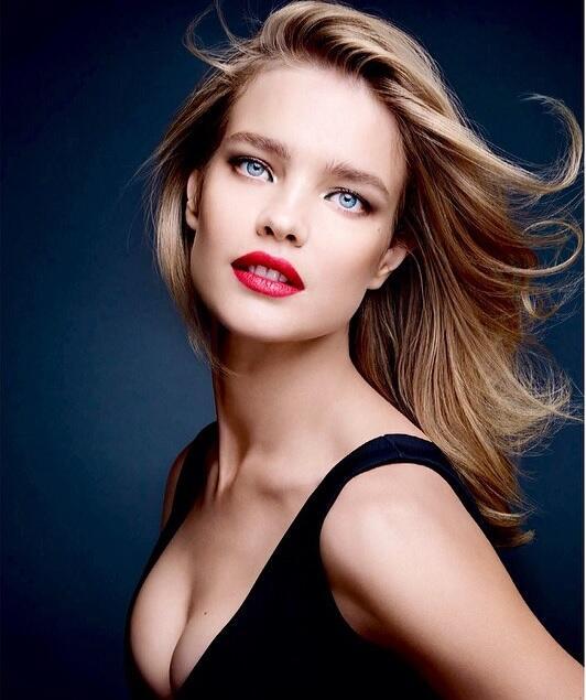 La bella modelo rusa será la presentadora del sorteo preliminar para la...