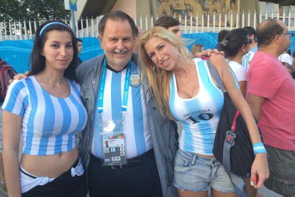 Estuvo apoyando al seleccionado argentino y siempre rodeado de bellas mu...