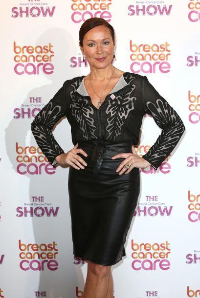 ¿A poco no te gustaría lucir increíblemente elegante como Amanda Mealing?