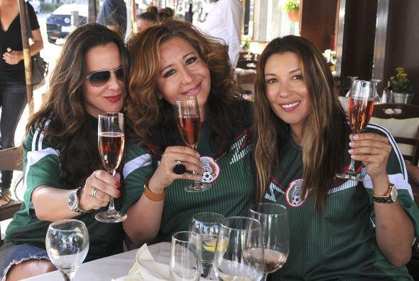 Trío de bellezas: Kate del Castillo, Jessica Maldonado y una amiga, brin...