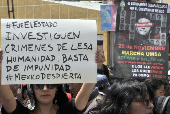 """""""#MexicoDespierta"""", se lee en las pancartas de los estudiantes bolivianos."""