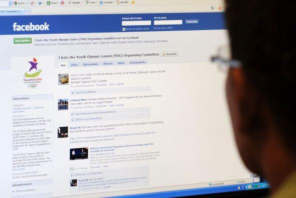 Los ingresos anuales de Facebook se estiman en torno a $5 mil millones,...