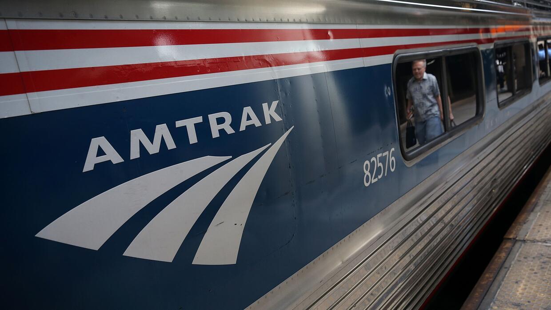 Algunos de los más afectados por posibles cortes en Amtrak viven en pueb...