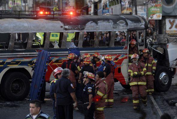 El ataque con bomba contra un autobús del transporte público en Guatemal...