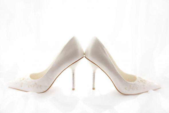 Los 'stilettos' son perfectos para las novias modernas con vestidos de c...