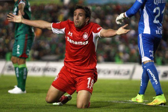 Casi al concluir la primera mitad, Jerónimo Amione fue derribado...