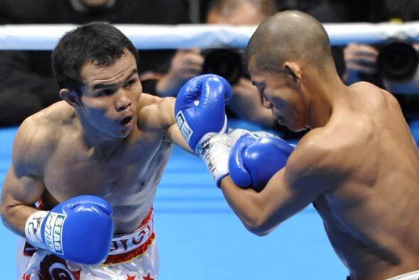 El tailandés Pongsaklek Wonjngkam peleó contra el campe&oa...