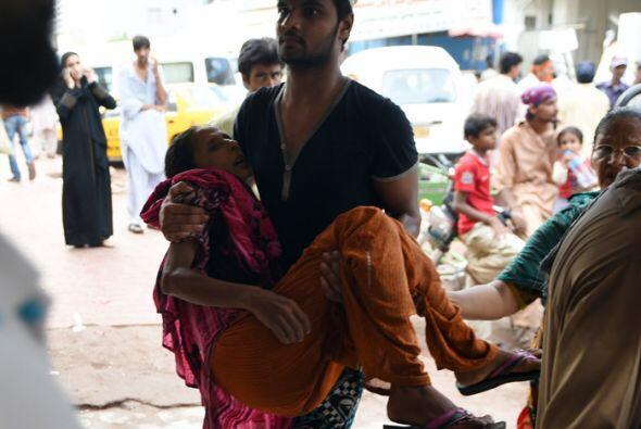 Karachi es la ciudad más populosa del país y su centro financiero. Vícti...