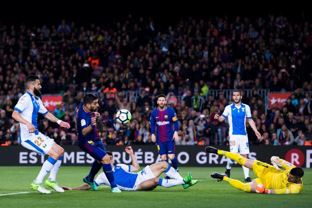 En fotos: Barcelona de récord con triplete de Messi gettyimages-94310910...
