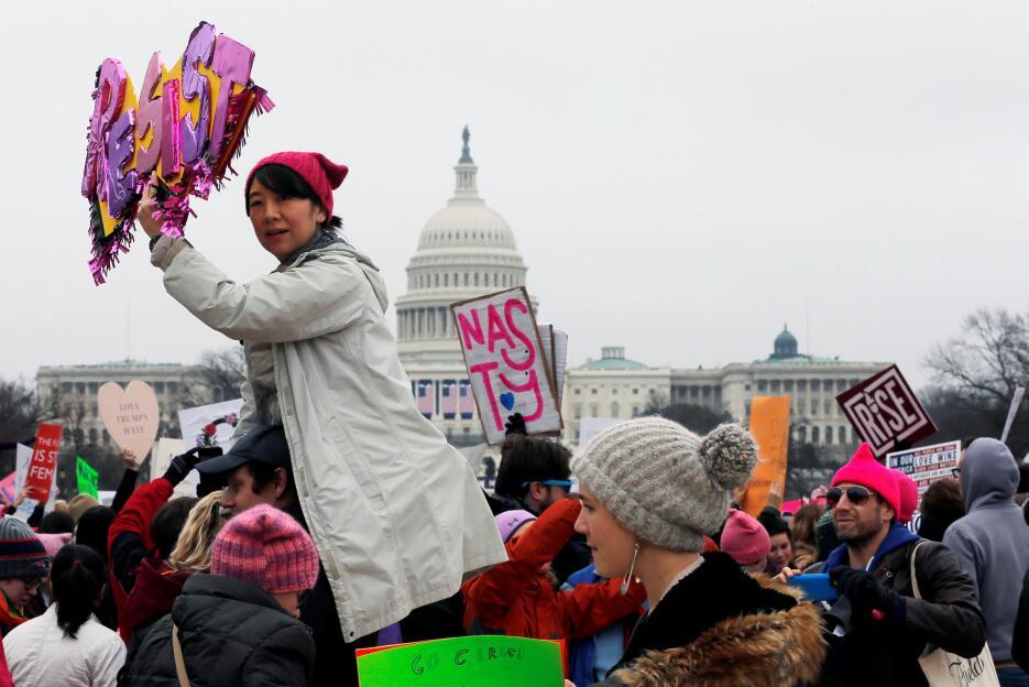 Varias mujeres han hecho el llamado a la resistencia durante la marcha....