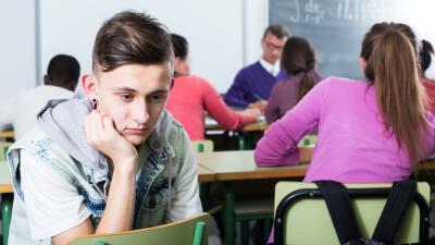 Los adolescentes en EEUU consumen menos drogas y tienen menos sexo, pero son más propensos al suicidio