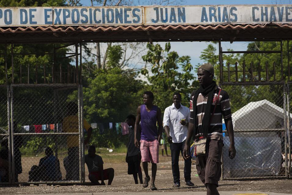 Cientos de africanos viven en el Campo de exposiciones Juan Arias Chaves...