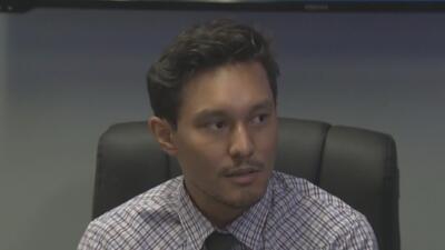 Hispano demanda a mujer que lo insultó y le lanzó un café en la cara durante una discusión en Los Ángeles