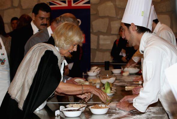 ¡Y que ponen a cocinar a Camilla!