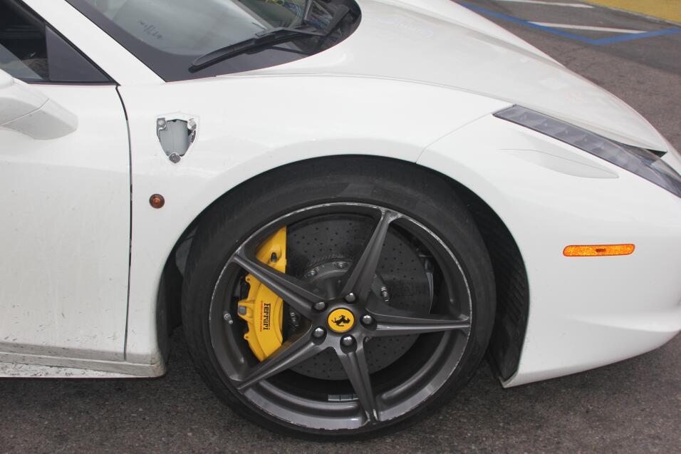 Robo de Ferrari en el sur de California