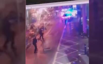 En video: El momento en el que la policía abatió a los atacantes de Londres
