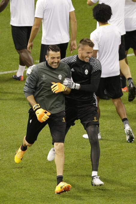La portería de la Juventus es de propiedad de Gianluigi Buffon, por lo q...