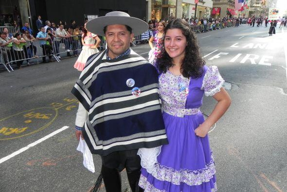 Familias hispanas desfilan por la 5ta Avenida f00f02ecfbbc44cd8f61fa3fa4...