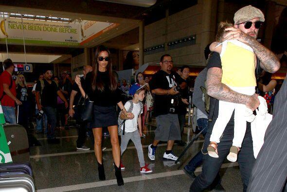 Toda la familia en el aeropuerto. Mira aquí los videos más chismosos.