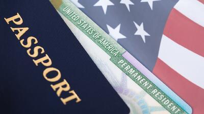 Si debe más de $51,000 al IRS, el Departamento de Estado no le permitirá renovar el pasaporte