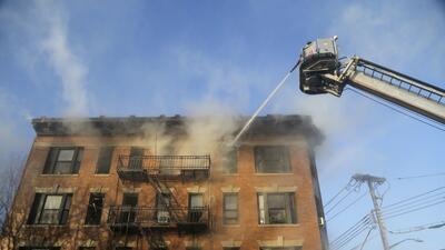 En fotos: Nuevo incendio en un edificio del Bronx dejó al menos 16 heridos, 9 de ellos son niños
