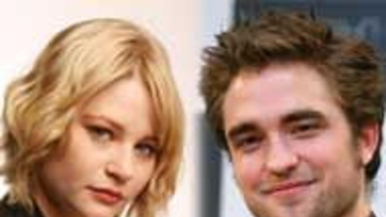 Robert Pattinson podría sostener una relación con la actriz Emilie de Ra...