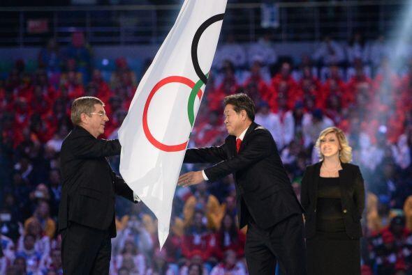 Después de la ceremonia de traspaso de la bandera olímpica a la ciudad s...